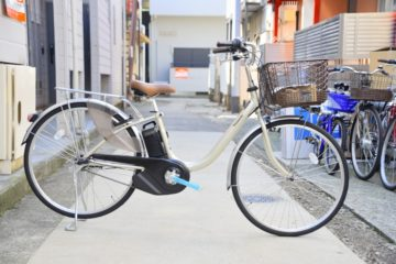 """<span class=""""title"""">軽量な電動自転車 パナソニック ビビL</span>"""